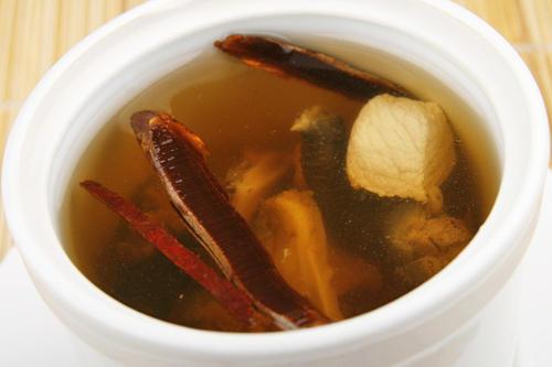 灵芝煲汤还是泡水喝怎么选择好?