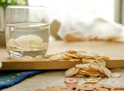 西洋参泡水喝的6大功效与4种最佳食用方法及4大禁忌